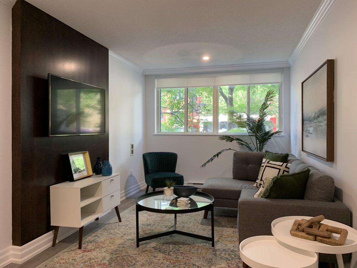 Living area in 1 bedroom at 377 O'Connor
