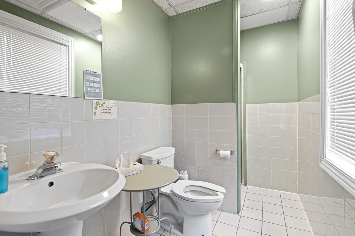 common washroom 430 gilmour street