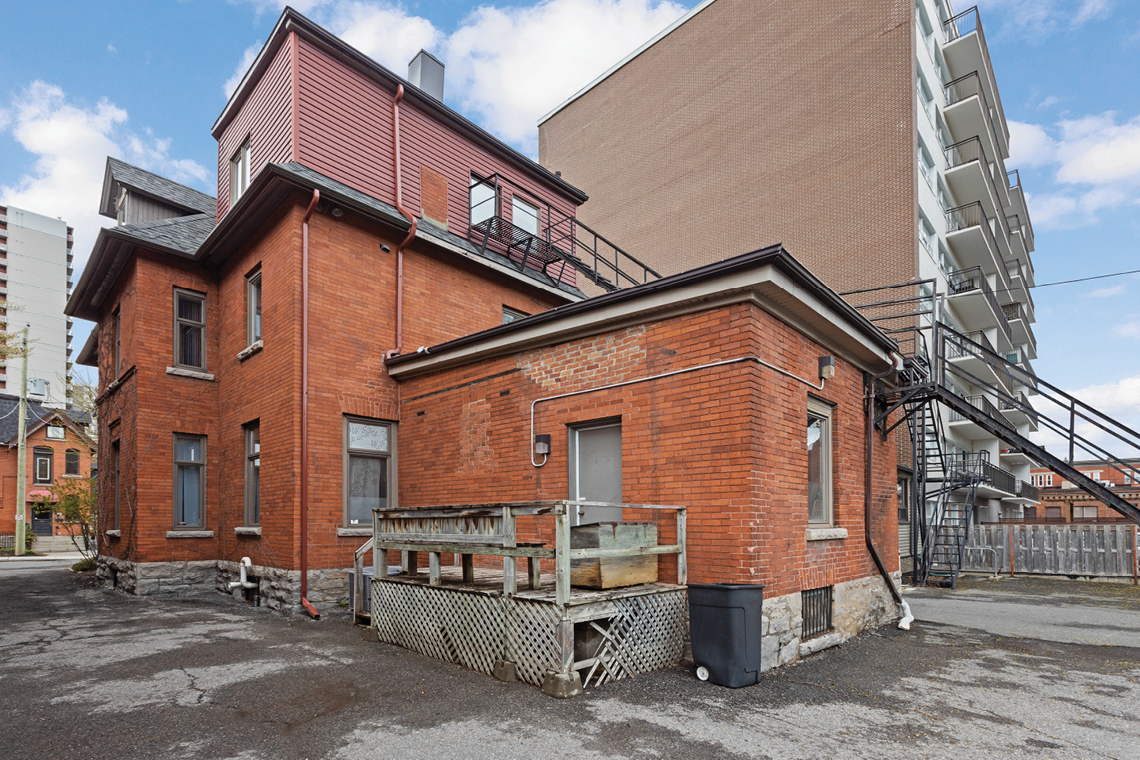 side view exterior 430 Gilmour street