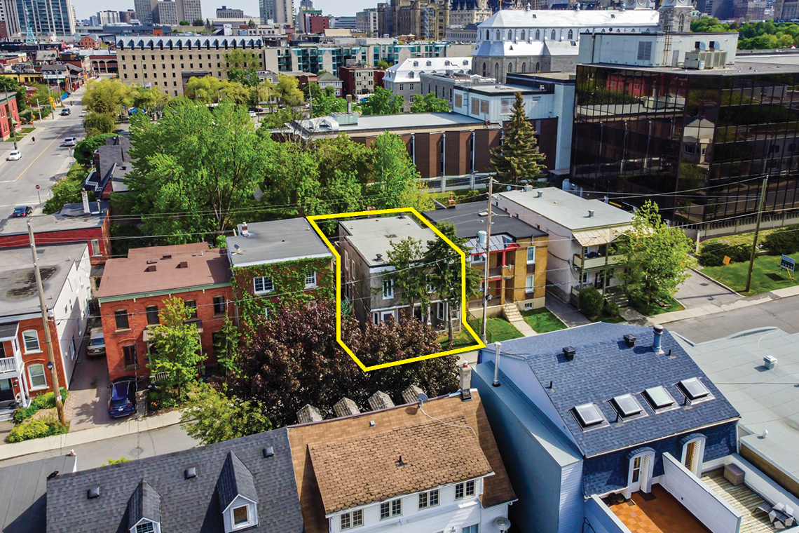aerial photo of 52 Saint Andrew Street showing proximity to Byward Market, Notre-Dame Cathedral Basilica, and Lord Elgin Hotel